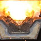 Hořící pelety v automatickém kotli